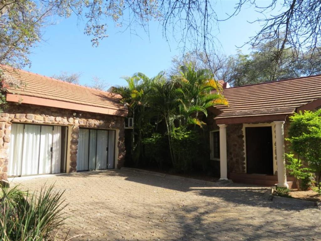 6 Bedroom  House for Sale in Lephalale - Limpopo