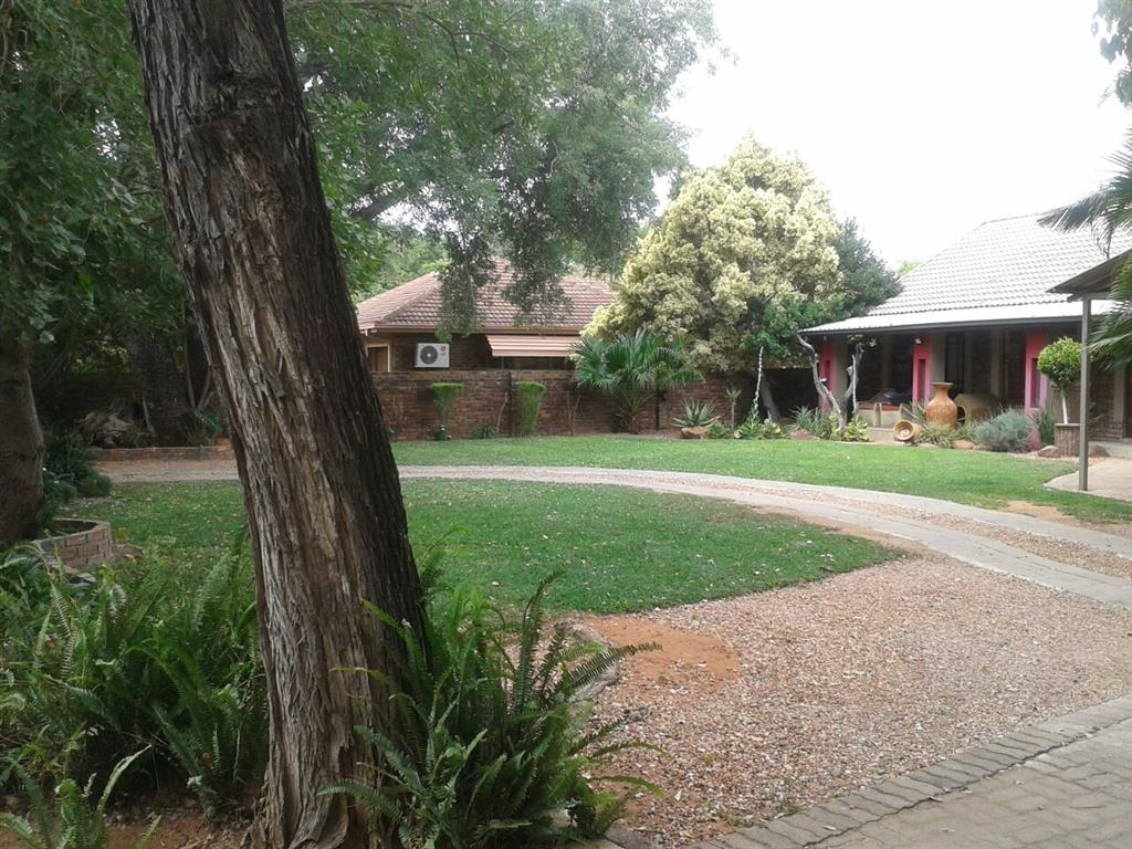9 Bedroom  Guesthouse, Hotel for Sale in Lephalale - Limpopo