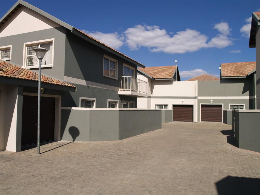 3 Bedroom Townhouse for Sale in Lephalale, Lephalale - Limpopo
